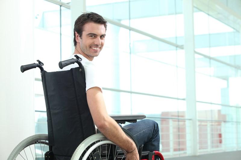 Je suis en fauteuil et je le vis bien