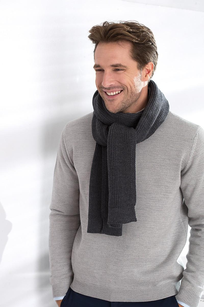 Porter une écharpe, je vous expliquer comment sublimer une tenue pour être  au top de la tendance a2162ef90d1