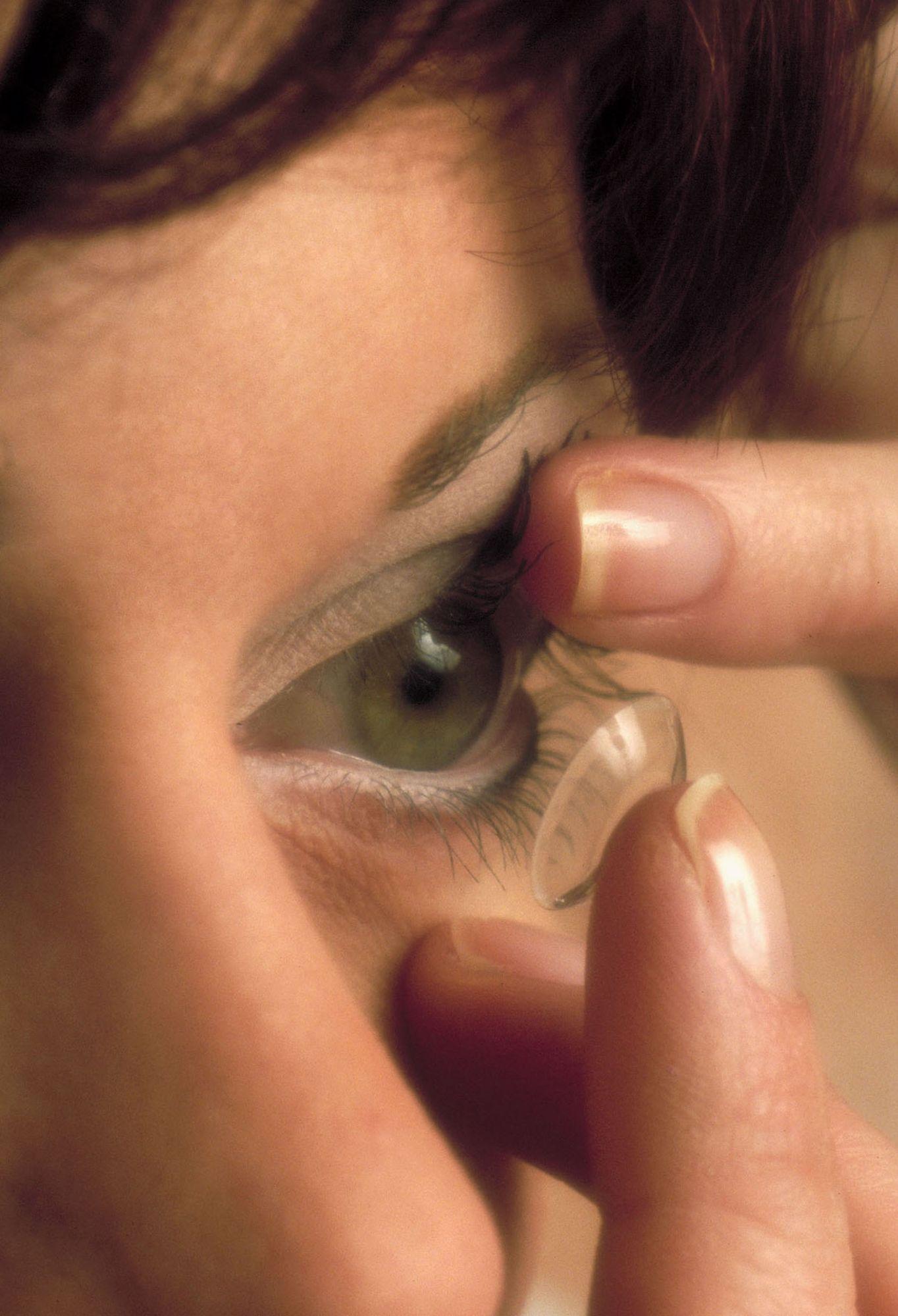 Mettre des lentilles : je vous explique comment faire